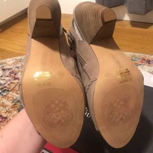 Vince Camuto Shoes - Brand new Vince Camuto sandals